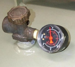 Service valve (with pressure gauge)